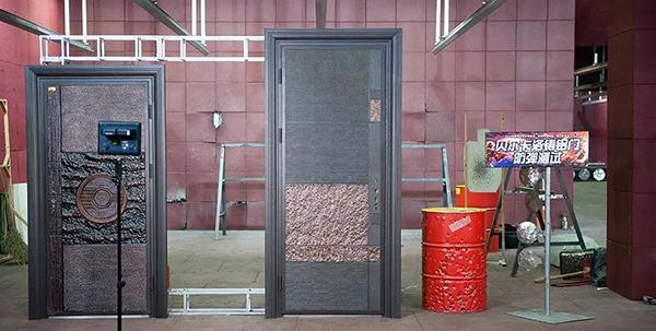 贝尔卡洛意式铸铝门