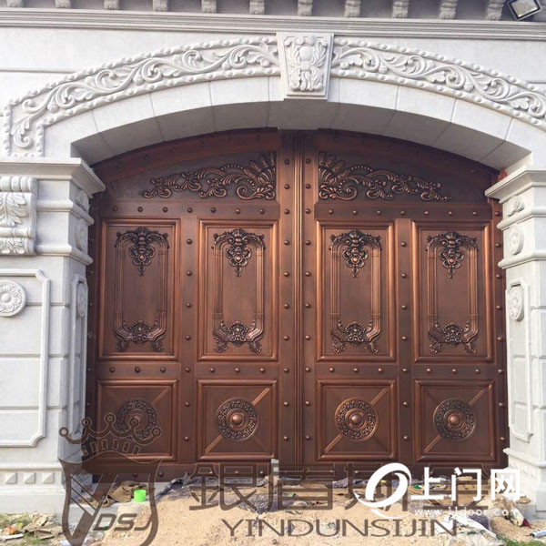 銀盾斯金銅門